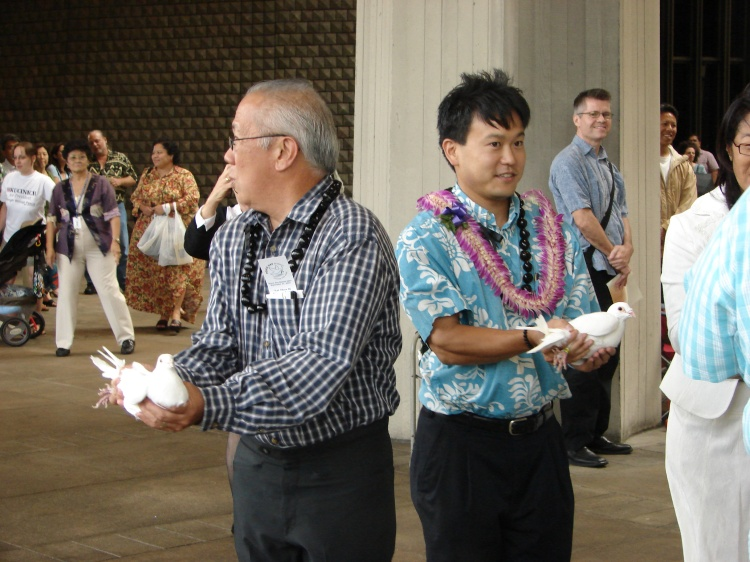 Speaker Calvin K.Y. Say & Jon Riki Karamatsu releasing pidgins for Peace Day Hawaii 2007